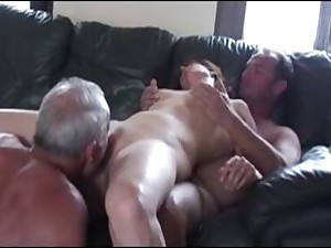 Cuckold threesome in act