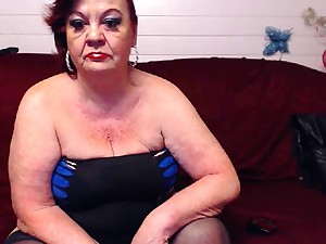 Aged Livecam Doxy Showing Off Nyloned Pedestal